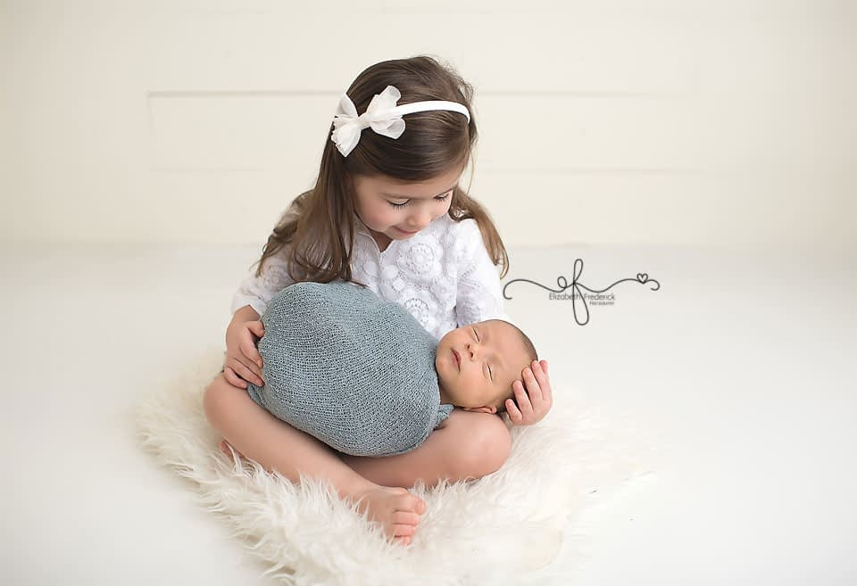 Sibling Pose CT Newborn Photographer Elizabeth Frederick Photography